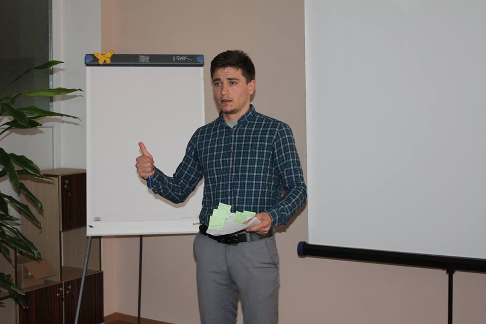 """Alexandru Ghețan despre Science SLAM: """"Mi-a plăcut ideea de a prezenta propriile mele proiecte altfel, într-un mod cât mai simplu și distractiv""""/ INTERVIU"""